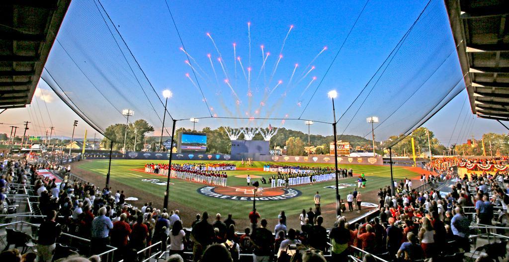 The perfect summer night doesn't exi –  #MLBLittleLeagueClassic https:...