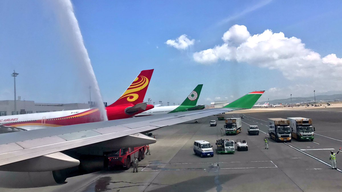 Final EVA Air 747-400 passenger service completed. Passinng theough water arch at Taoyuan Airport. https://t.co/DJayRf3B12