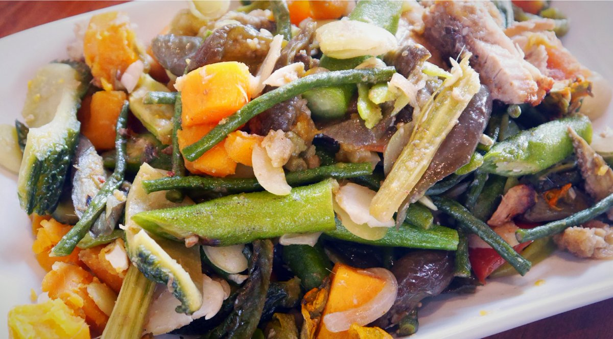 Chasingflavorsph בטוויטר Pinakbet Ilocano Vegetable Stew From Ilocano Kebbet Meaning To Shrivel Assorted Veggies Are Stewed Seasoned W Fish Paste Mangantayon Https T Co Msgkbssduf