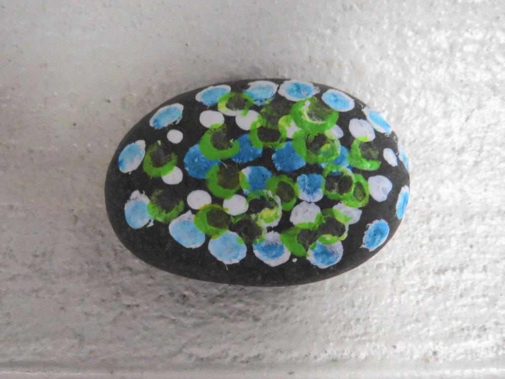 860 Rocks! spreads joy, painted river stones across Connecticut https://t.co/8YWZogc6bN