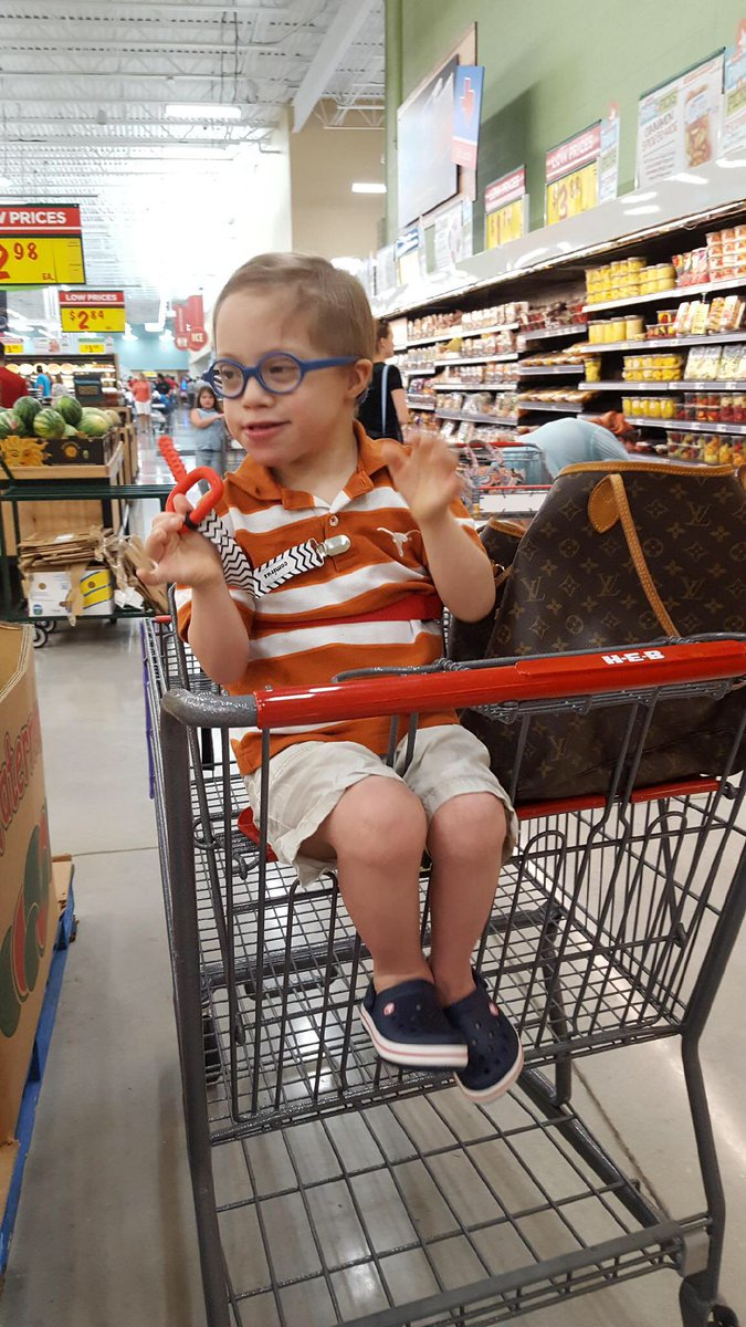 Luke loved checking out our new #H-E-B today. #HookEm  Thanks for all you do for our community @heb  And thanks for the sticker Luke<br>http://pic.twitter.com/tWVEIRfDd9 &ndash; bij Heb