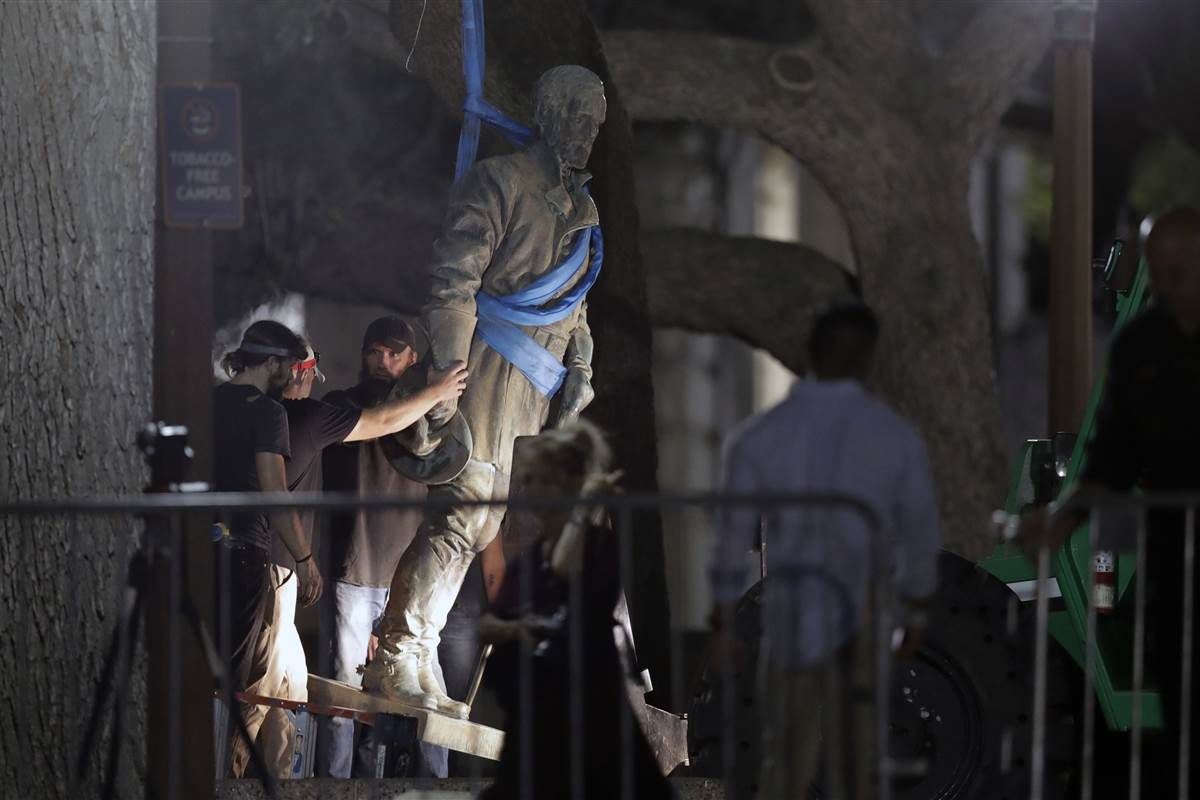 University of Texas removes four Confederate statues overnight https://t.co/499hnUCYjA