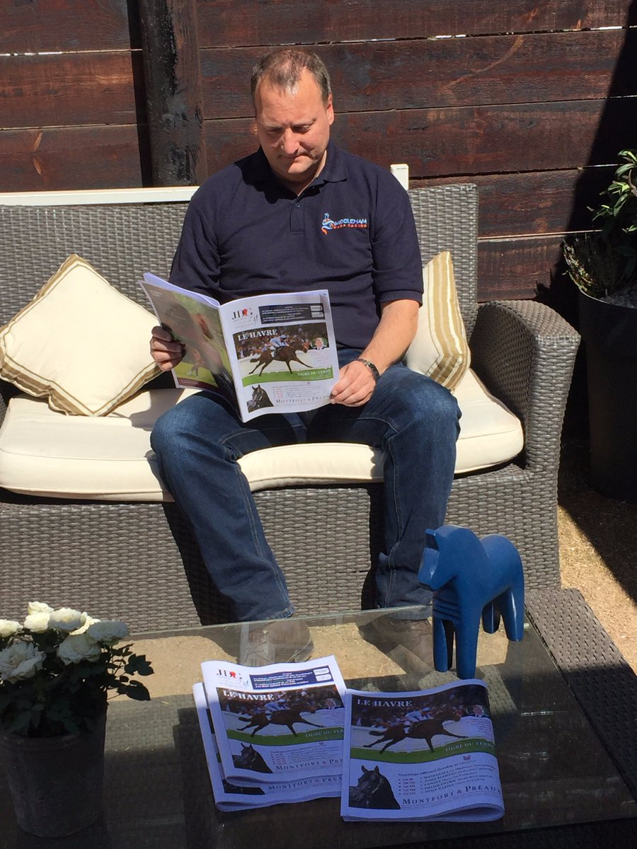 Thank you @Jour_de_Galop for featuring Tigre Du Terre on the cover. Tim is enjoying his morning read at @InfoArqana...