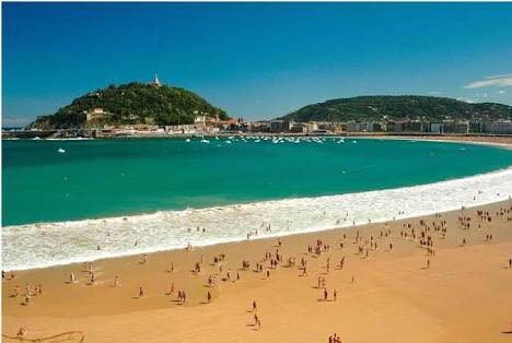 The Beach of La Concha is a sandy beach and shallow substrate. Best beaches in Europe #Travel #TravelSpoc <br>http://pic.twitter.com/PrYYmyjTYu
