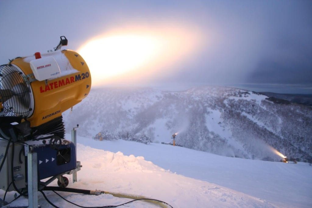 Ever wondered how they make artificial #snow?   https:// buff.ly/2xaqCn6  &nbsp;   #winter #ski #holiday #Luxury #Travel<br>http://pic.twitter.com/XCGIU8zb5N