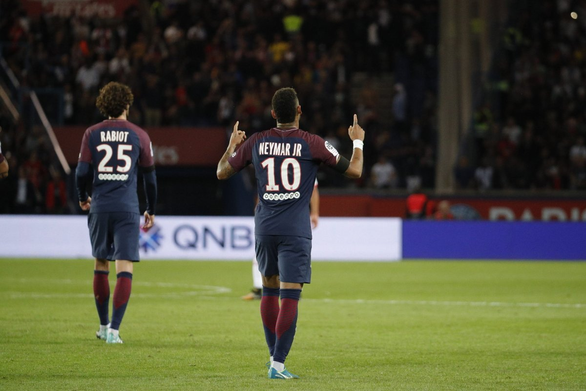 Neymar dà spettacolo in campo col PSG e poi attacca la dirigenza del Barcellona - https://t.co/7JfB76N0EC #blogsicilianotizie #todaysport