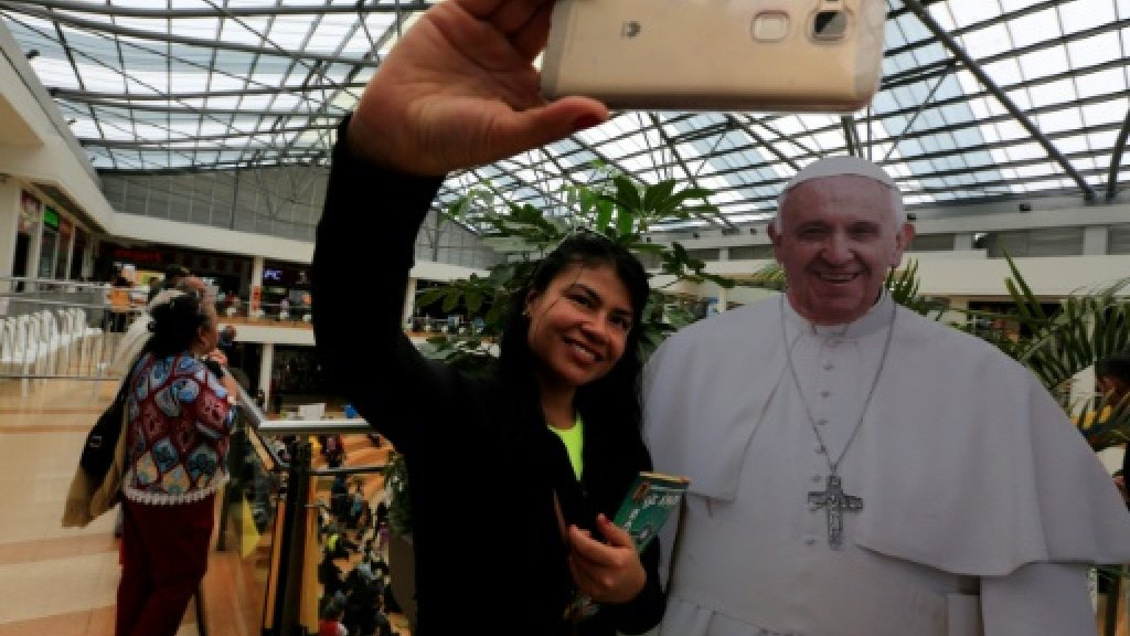 Colombia's Catholic church holds mall 'confession' https://t.co/n1yVYL...
