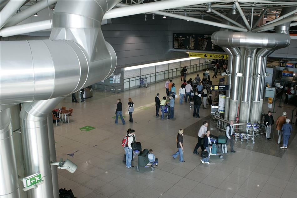 Falha de segurança provocou alerta no aeroporto de Lisboa https://t.co/WWKWwBLdXc