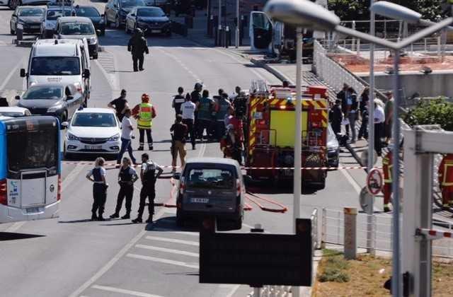 🔴 En direct - voiture folle à #Marseille : une camionnette blanche à l...