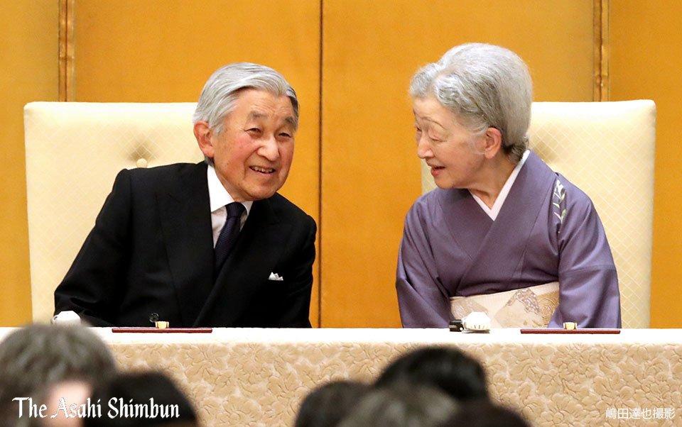 天皇、皇后両陛下は、東京・新宿で開かれた国際光学委員会総会の開会式に出席しました。会場到着時の笑顔が印象的でした。(達) https://t...