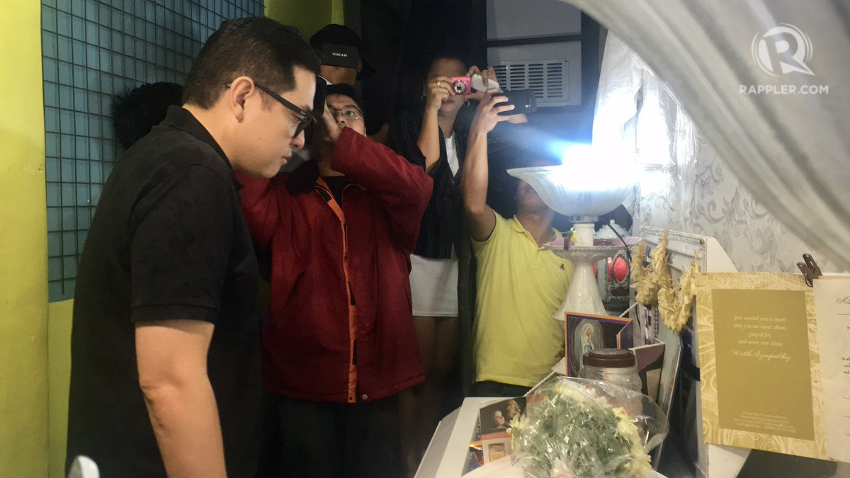 Sen. Bam Aquino visits Kian delos Santos' wake. The senator says he spoke to Kian's family to prepare for his Aug 22 speech about the case.
