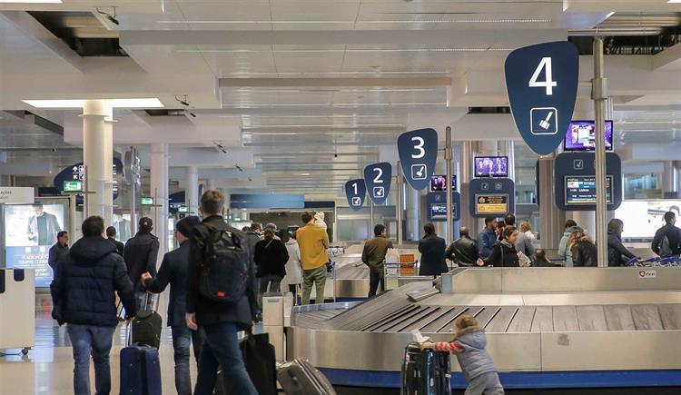 #Sociedade Aeroporto de Lisboa culpa Groundforce pelo erro no desembarque de passageiros https://t.co/WAbxvWSqXb Em https://t.co/MDmhqgtnSp