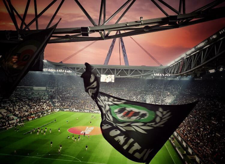 Home.  #juventus <br>http://pic.twitter.com/a8eV5CCxfd