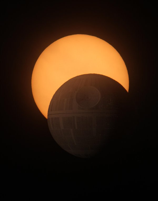 Total Eclipse: FakeNews https://t.co/YJ3...