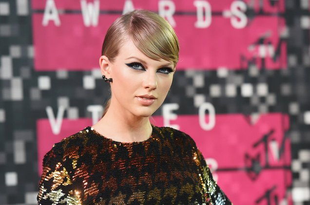 Taylor Swift ends social media blackout with tantalizing reptile tail tease https://t.co/kv0wK3TFDT