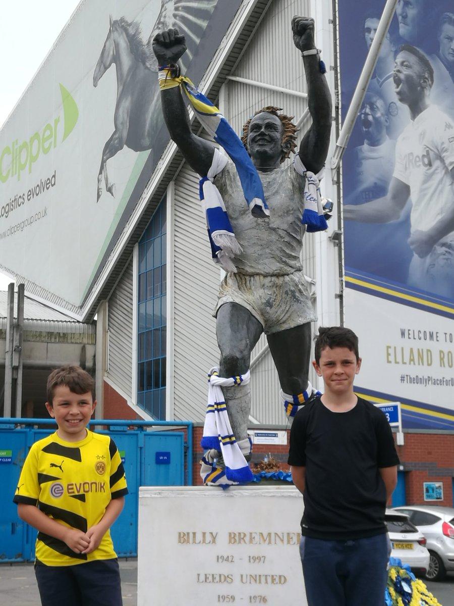 Twinned Cities Leeds &amp; Dortmund  @BVB @LUFC #LUFC #MOT #ALAW #BorussiaDortmund #Borussia <br>http://pic.twitter.com/JSAyiWXORT