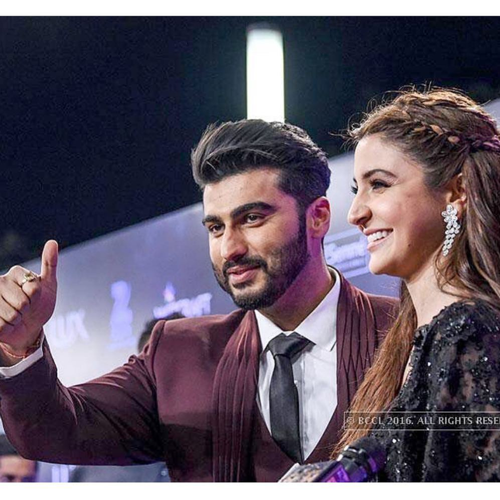 Love this Jodi.. Together they look so adorable &amp; cute.. Hope to see @arjunk26 &amp; @AnushkaSharma in a movie soon  #Kaneda #bff #tb<br>http://pic.twitter.com/q2mKurH7fz