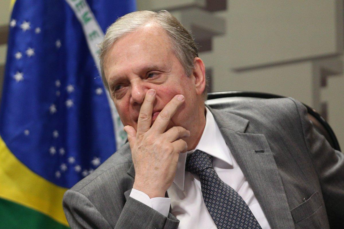 Governo quer Tasso fora do comando do PSDB para 'não atrapalhar a vida' de Temer https://t.co/enKQiUJbDH