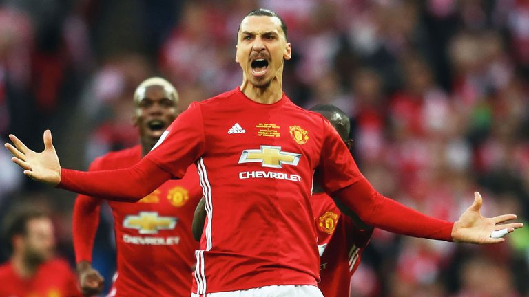 #ManUnited hope #Zlatan #Ibrahimovic signs a new contract to stay at #OldTrafford as early as this week following his recovery from injury.<br>http://pic.twitter.com/4ZGvpVWYuC