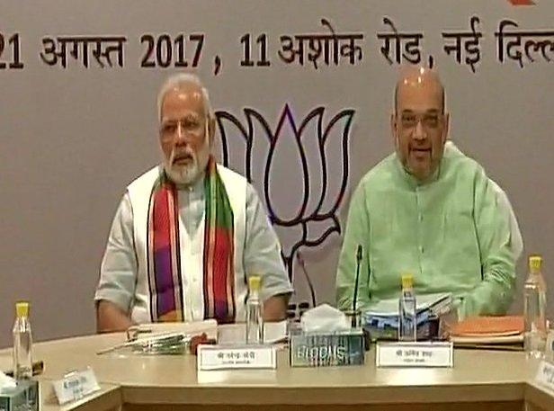 Delhi: PM @narendramodi holds meeting wi...