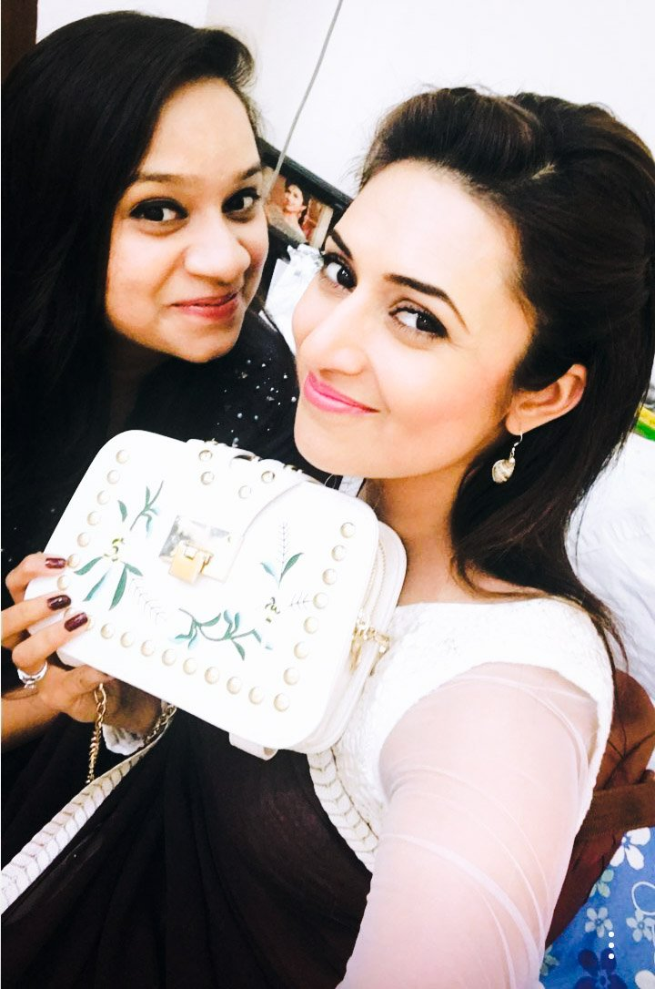 #DivRucheey  Beautiful ladies with Beautiful gift.  It&#39;s lovely #Rucheey   #BestiessForever  #BFF #InstaStory   @Divyanka_T @rucheey<br>http://pic.twitter.com/QIyfKaaD5r