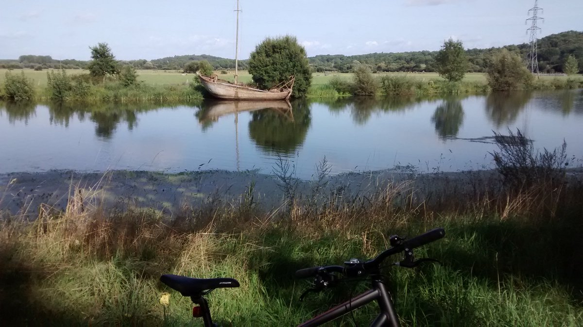 The things you see cycling round the French countryside. #France #cycling #cyclisme <br>http://pic.twitter.com/la1cRJnA45