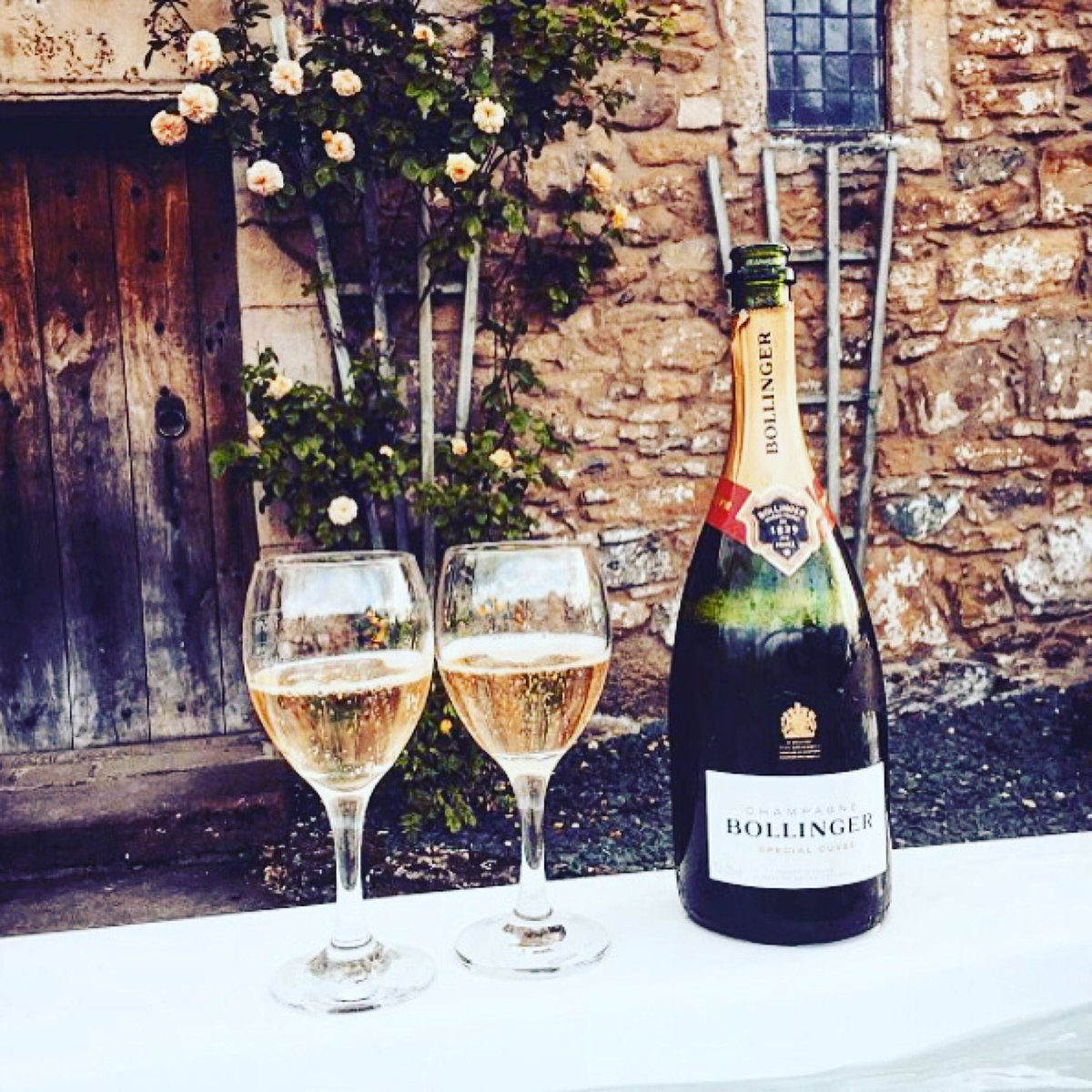 #Regram @champagne_bollinger ・・・ Perfect summer afternoon. <br>http://pic.twitter.com/I3PoUNwf2x
