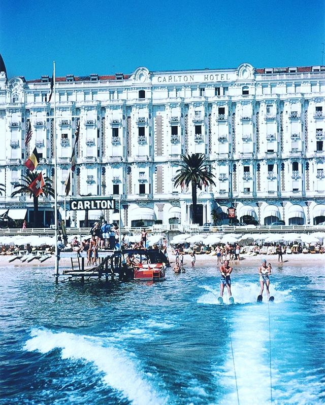 Every Monday, a picture will be chosen &amp; RT . Tag #CarltonCannes. Holiday makers water-skiing 1958 #StyleButcher #Cotedazurfrance  #cannes <br>http://pic.twitter.com/CSchOXK8oe