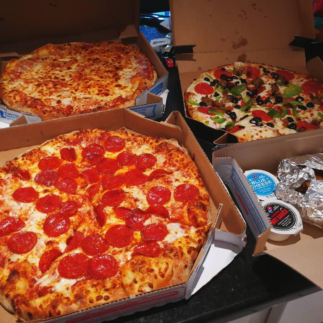 фото пиццы дома в коробке наиболее обильны