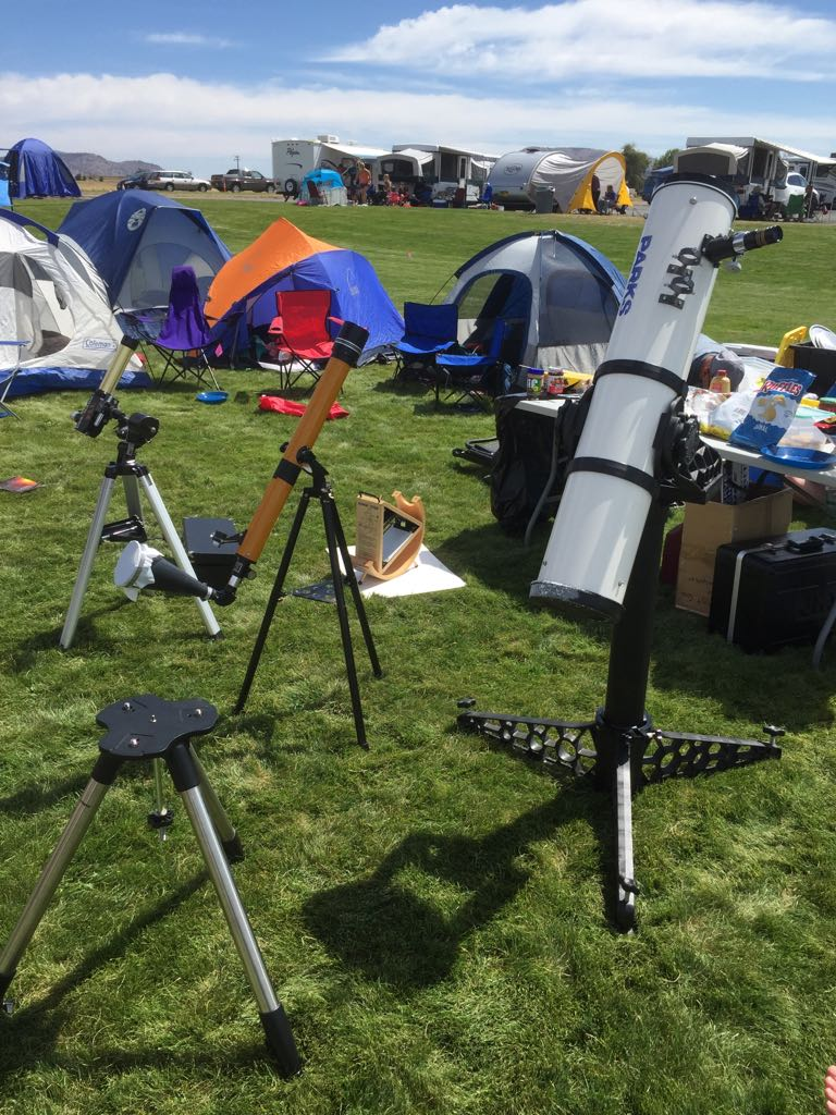 Telescopes set up and we're all pumped up! Less than an hour from the start of the #Eclipse2017 #UOPacific https://t.co/FJ2758CPId