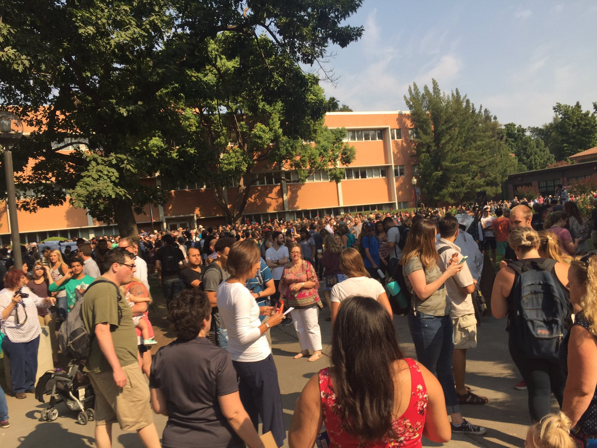 5 mins away from 85% coverage of this #SolarEclipse. Hundreds of Chico State students are waiting with excitement. https://t.co/DXWQYwxdQN