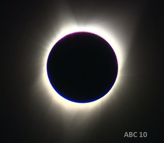 We have achieved totality in Oregon! Pretty cool. #Eclipse2017 https://t.co/IBzyYqGEDM