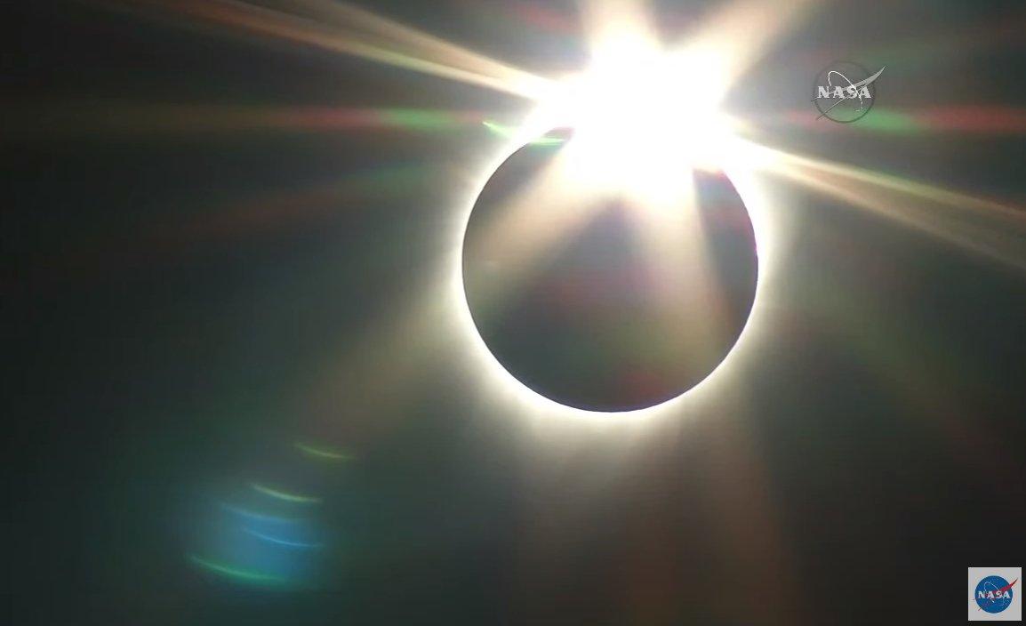 The Diamond Ring! #SolarEclipse2017 https://t.co/WXOMwnPEvl