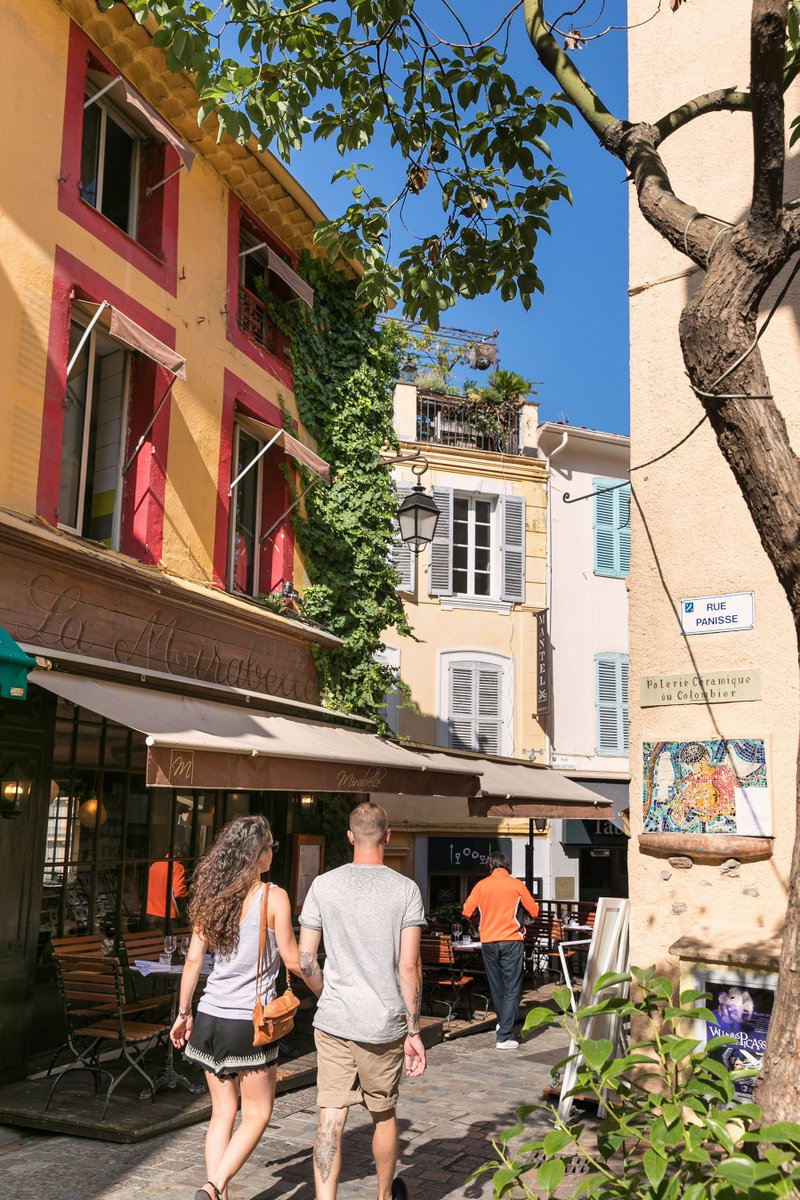 Must-see in #Cannes, the old town with its charming little streets, typical restaurants &amp; the provençal market!   http:// bit.ly/2w7Qweb  &nbsp;  <br>http://pic.twitter.com/289lmqPW8F