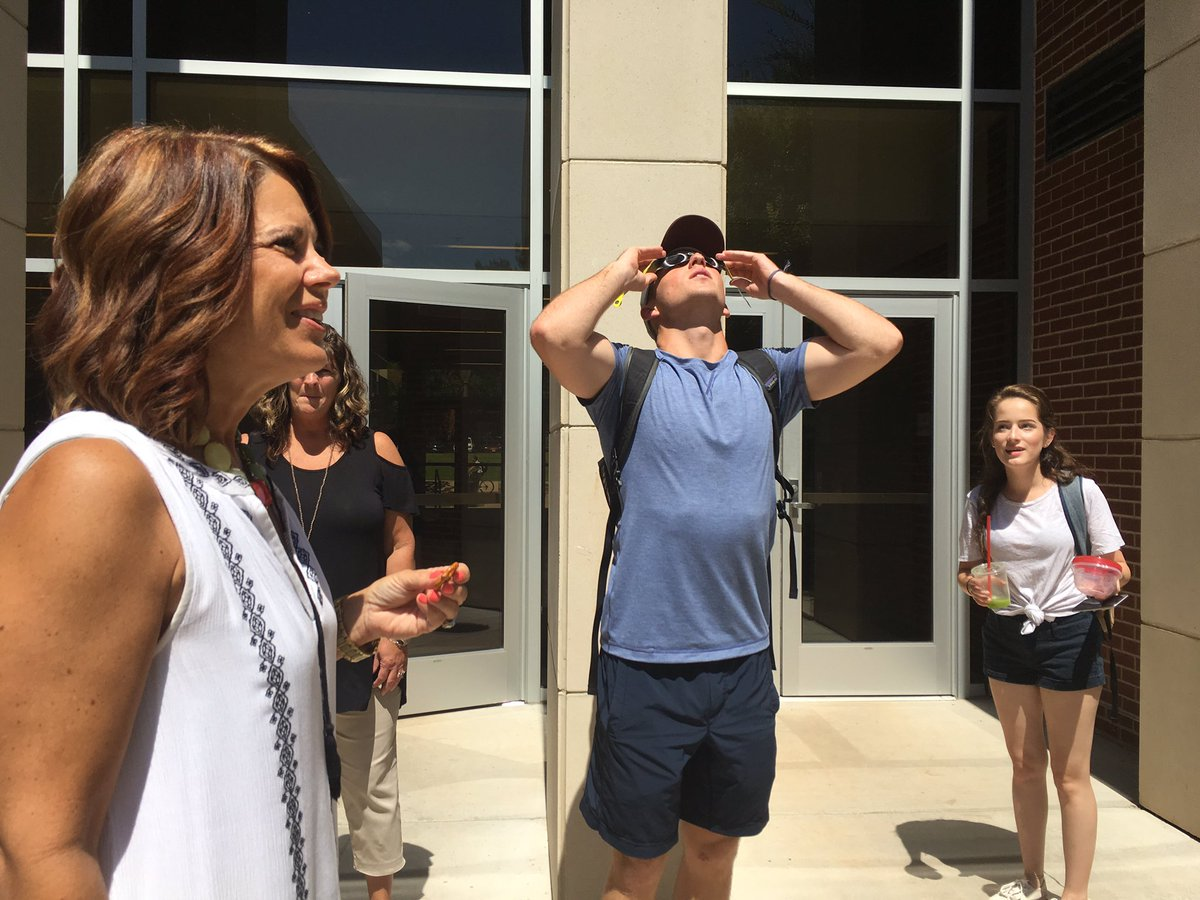 Students: &quot;Wow! So cool!&quot; Dr. Nesmith: &quot;Yep, it&#39;s #science!&quot; #baylorSOE science #educator sharing #EclipseSolar2017 glasses w/ Ss &amp; faculty<br>http://pic.twitter.com/uktCDg4kbz