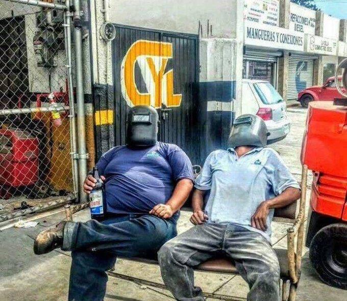 Ya la gente del Barrio lista para el #Ec...