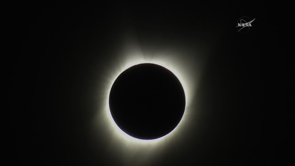 It's definitely a sign. We should take a page from the ancient Mayans and sacrifice our leader.  #SolarEclipse2017 https://t.co/8GrXF1G602