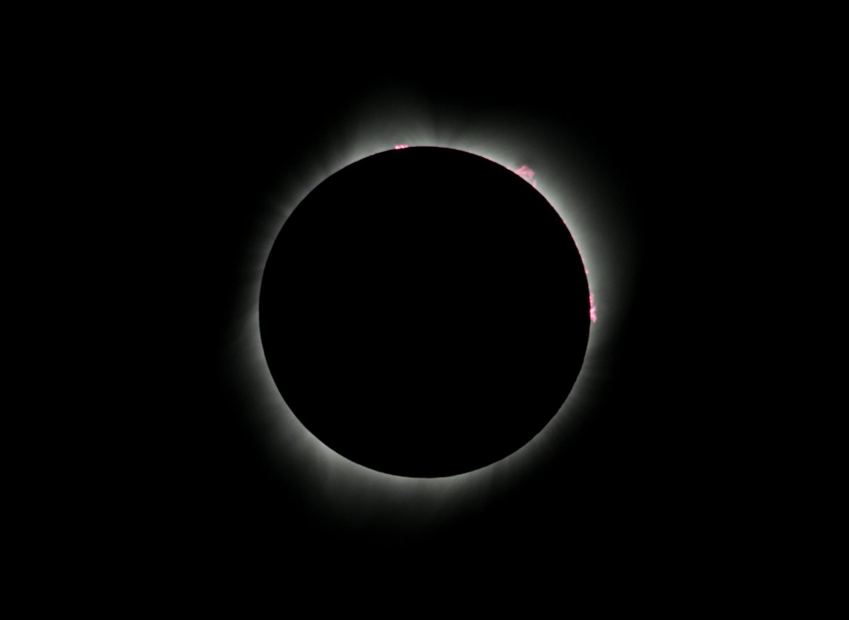 WOW! Check out these stunning images of #SolarEclipse2017. https://t.co/oj194fuKRC