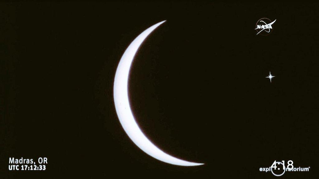 Ve Dünyanın Ay ve Yıldıza tutulduğu O an...