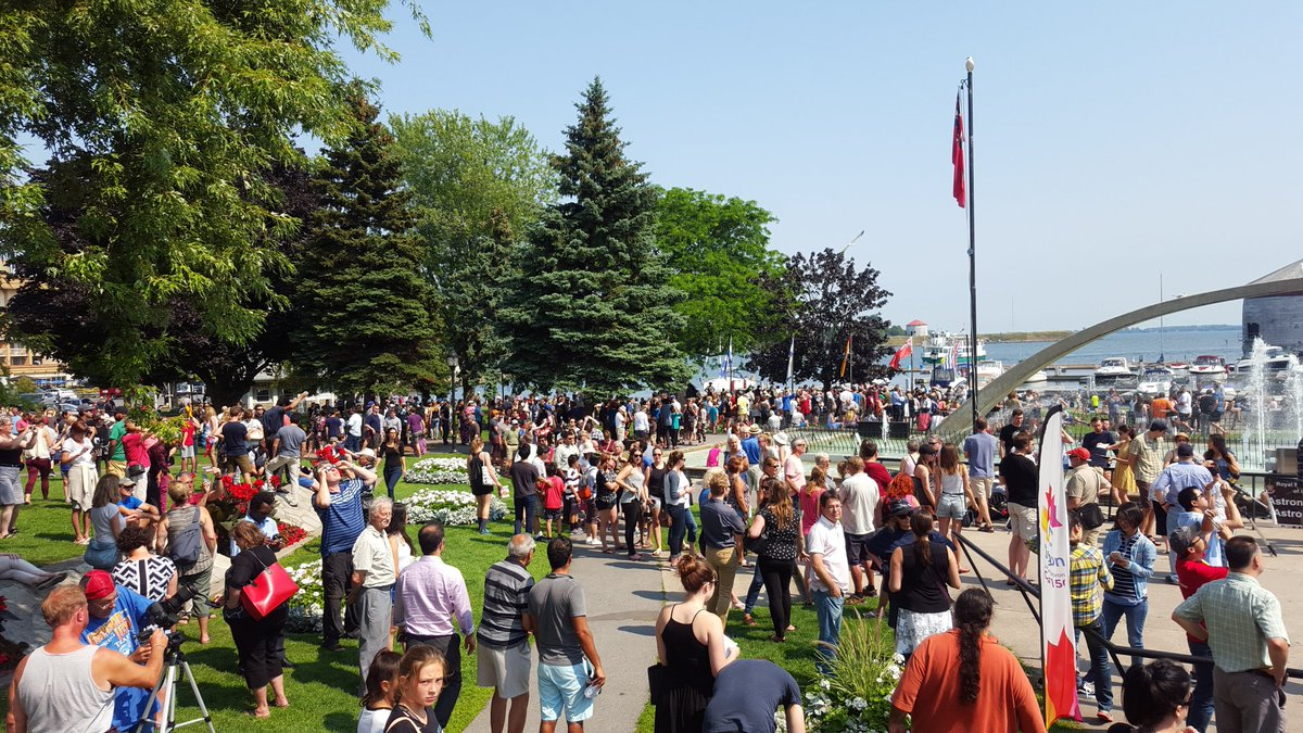 Huge crowd gathered in Confederation Basin to watch #SolarEclipse17 in #ygk right now! <br>http://pic.twitter.com/H2EGSOwFxG