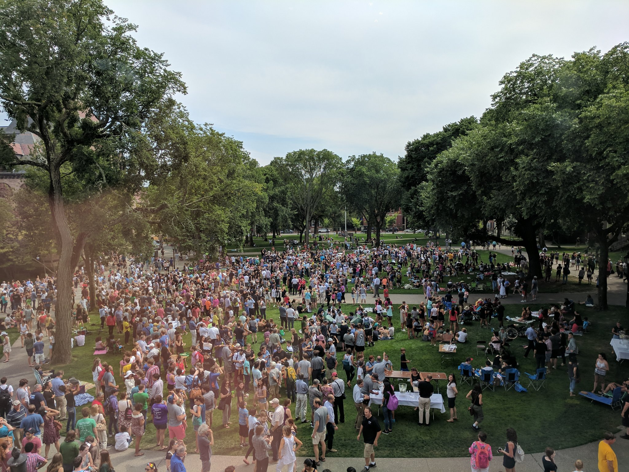 Big crowds, Main Green at Brown University to watch the solar eclipse. @BrownUniversity https://t.co/saMTh7Iiab
