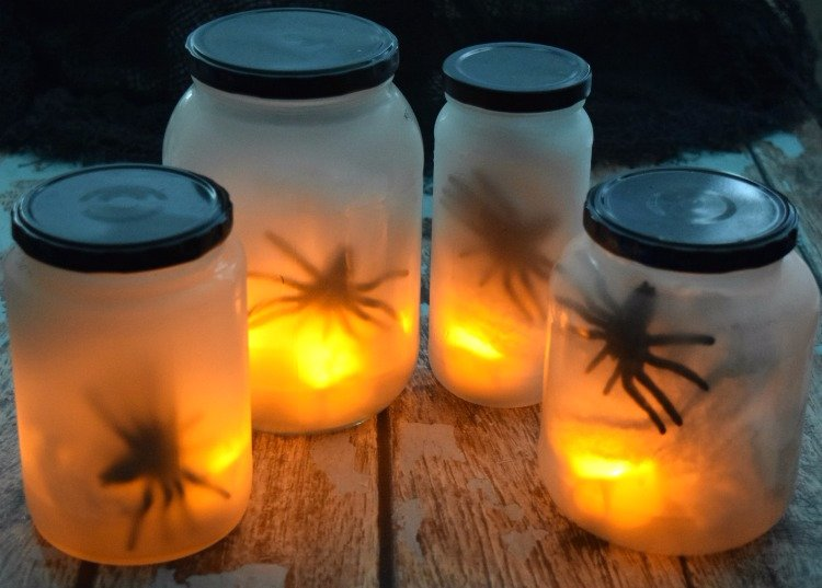 Flickering Spider Lights - perfect for outdoor #halloween decorations! #diy #craft  http:// sumo.ly/p7Tr  &nbsp;  <br>http://pic.twitter.com/HGXXTKqfWs