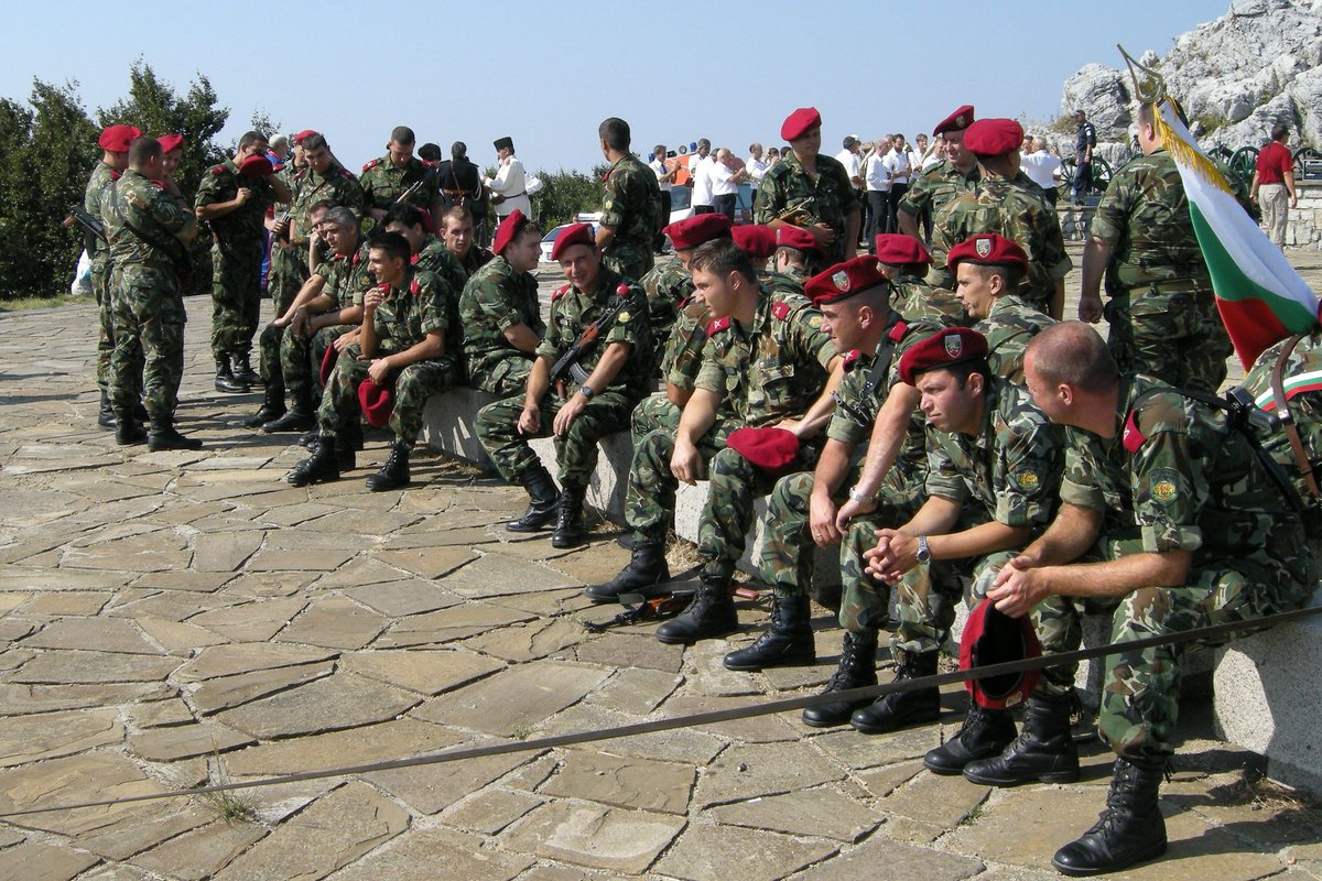 #Bulgarian soldiers refused to shoot targets with #Russian  signs during #NATO drills.  https:// en.news-front.info/2017/08/21/nat o-drills-bulgarian-soldiers-refused-to-shoot-targets-with-russian-signs/ &nbsp; … <br>http://pic.twitter.com/yinDY6DkyU