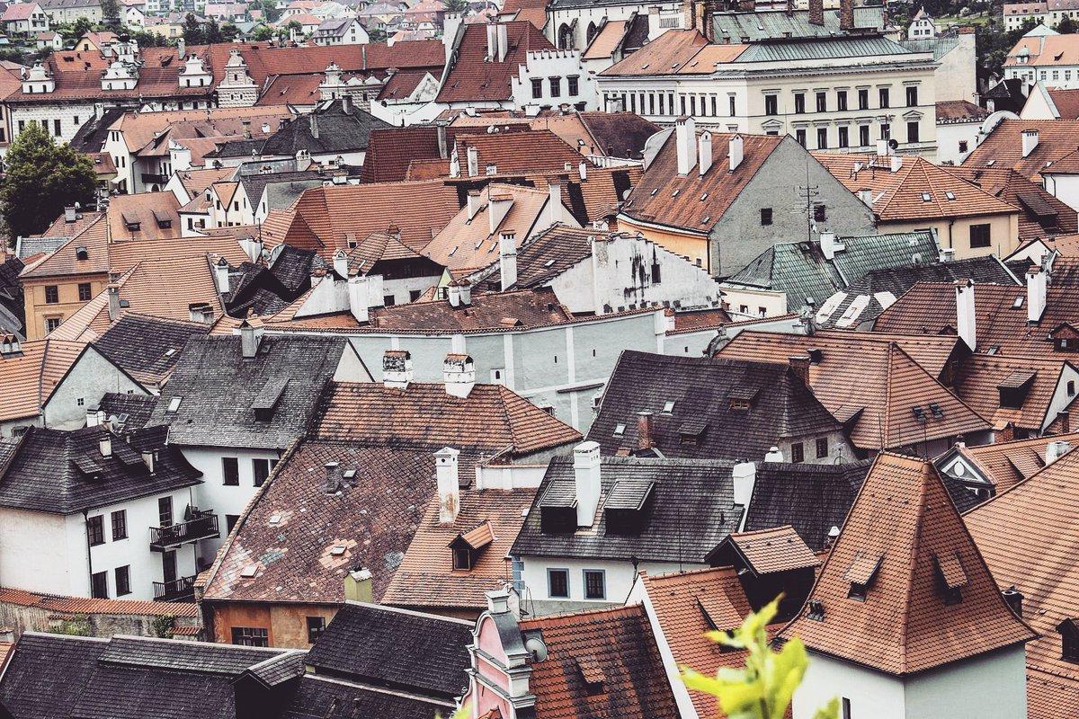 Amazing rooftop panorama of fairy tale #ČeskýKrumlov, #CzechRepublic / #travel #travelblog #travelblogger #traveling #exploring #visitCZ RT<br>http://pic.twitter.com/gGFNPneNIk