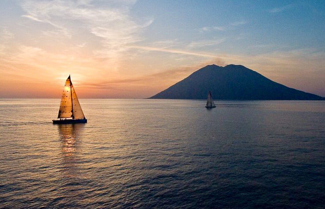 #beautiful sunset over the island of #Stromboli and its volcano. In the #Aeolian Archipelago : unforgettable emotion  #isoleeolie #italy <br>http://pic.twitter.com/m7B6FYQWET