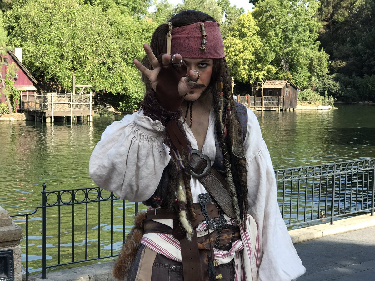 Captain Jack is pillaging Disneyland&#39;s, Adventureland today! Drink up me hearties yo ho! #disneyland #PiratesoftheCaribbean #captainjack<br>http://pic.twitter.com/eXPGSdU1bE
