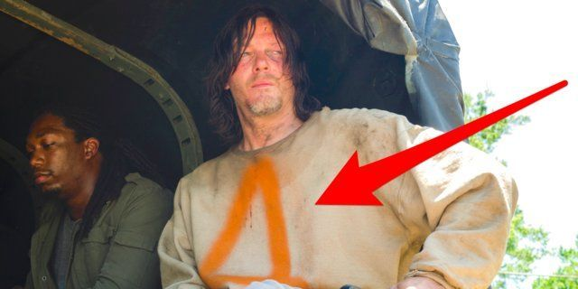 #TheWalkingDead finally confirms what that letter &quot;A&quot; on Daryl&#39;s sweatshirt means  http:// insder.co/2vWLDCi  &nbsp;  <br>http://pic.twitter.com/5H7UiAsOkP