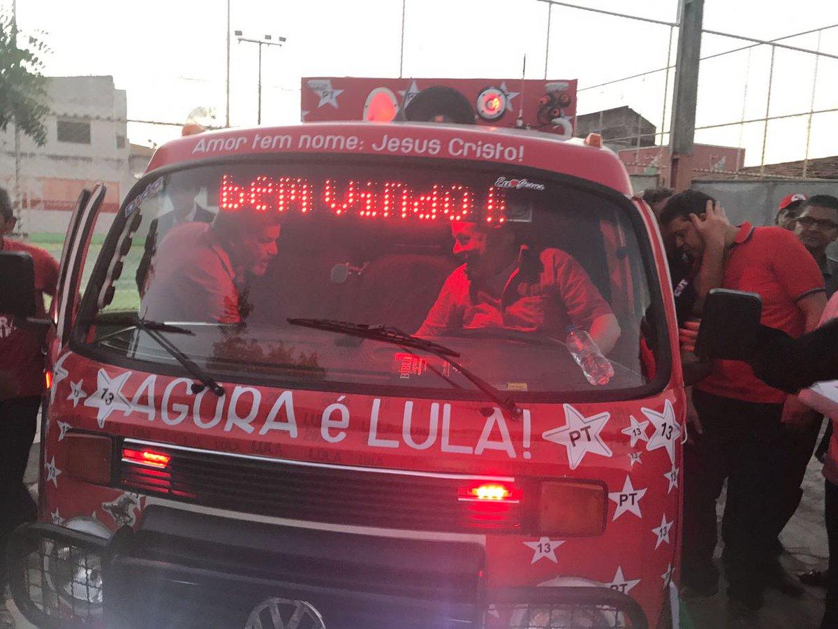 Que tal essa Kombi personalizada pra homenagear @LulapeloBrasil? <3 #LulaEmSergipe #LulaPeloBrasil
