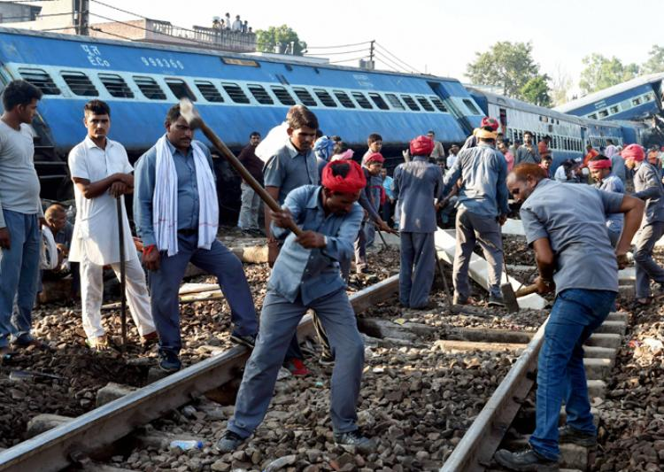 #Utkal-Express #derailment: Audio clip 'exposes' how #Railway #officials&#39; &#39;negligence&#39; took 22 #lives  http://www. indiatvnews.com/news/india-utk al-express-derailment-audio-clip-exposes-how-railway-officials-negligence-took-22-lives-397536 &nbsp; … <br>http://pic.twitter.com/I61TqzYkZa