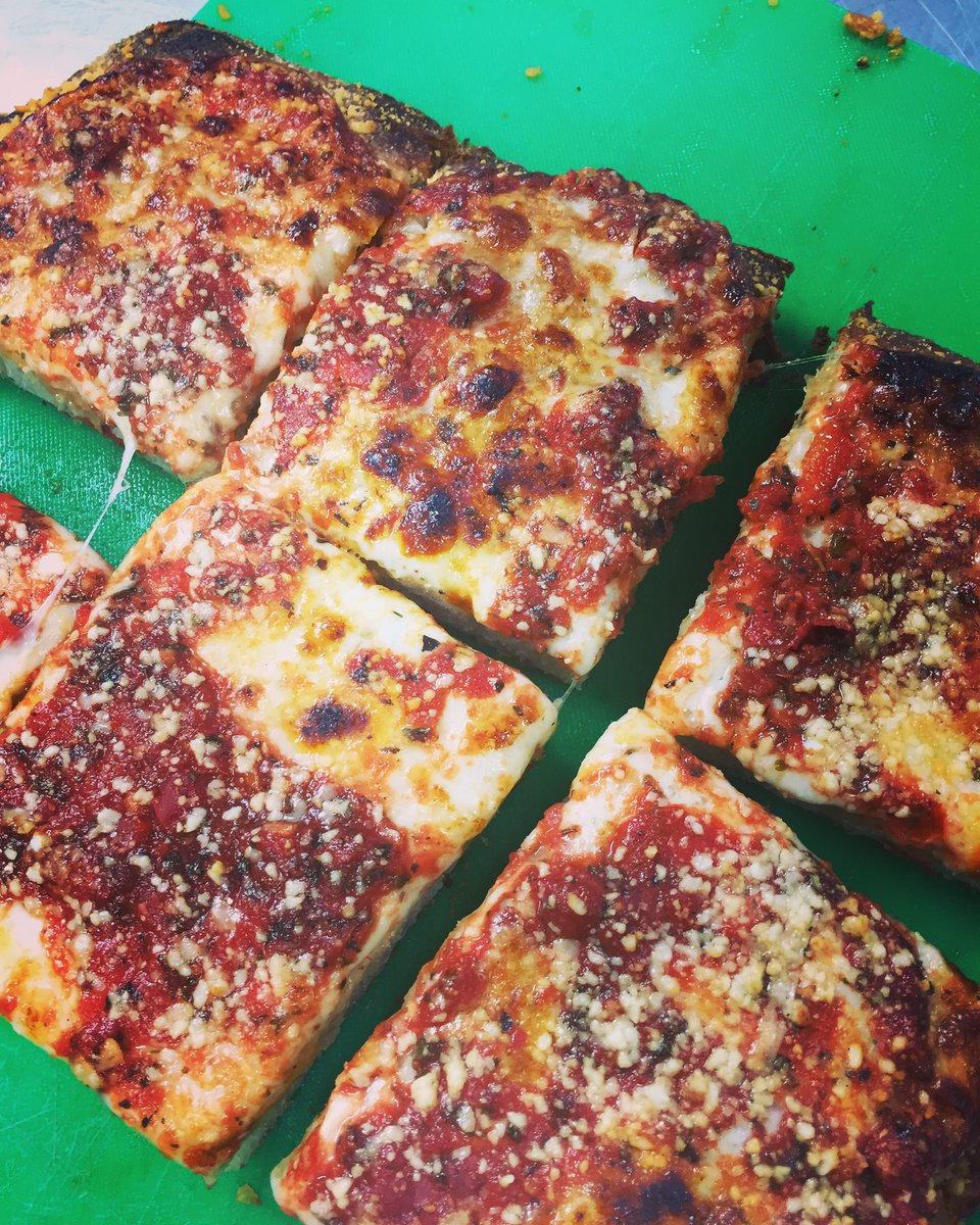 Square Sicilian pies and sandwiches are coming Sundays for brunch/football 11:30-2:30! #MKEfoodies #pizza #sicilianpizza #wauwatosa<br>http://pic.twitter.com/KseaYGuSgt
